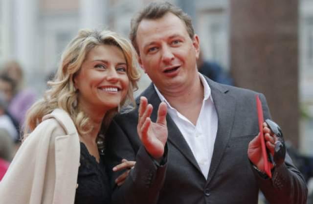Екатерина Архарова - Марат Башаров Актриса познакомилась с телеведущим и актером в 2014 году. Уже в мае того-же года пара решила пожениться.