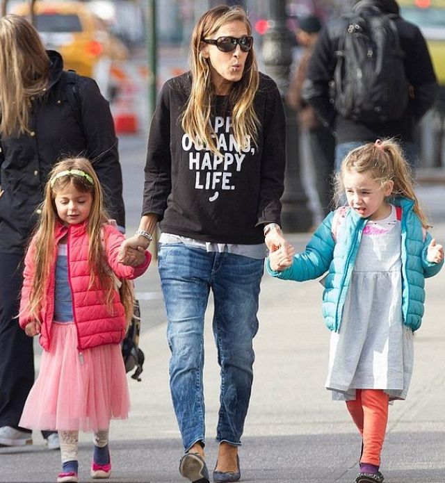 Их долгожданные близнецы Мэрион Лорета Элвелл и Табита Ходж Бродерик появились на свет 22 июня 2009 года.