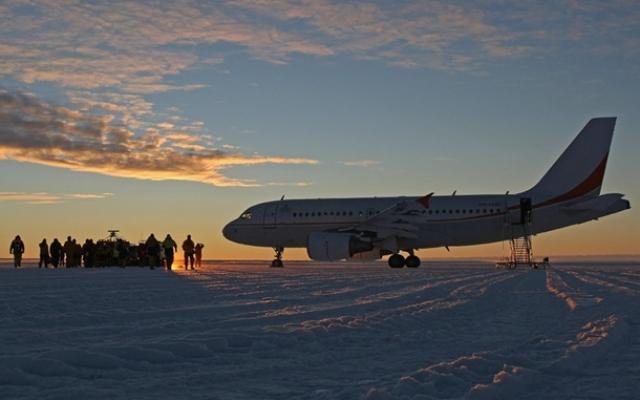 Лед взлетно-посадочной полосы, Антарктида