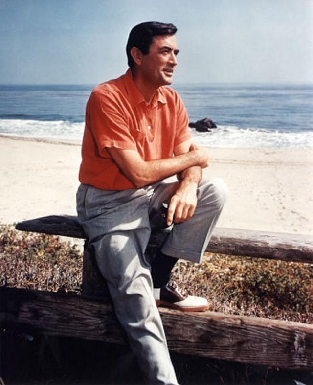 Пек играл и библейских персонажей, и солдат, и героев-любовников. Он учился в Калифорнийском университете, и чтобы оплатить учебу, работал дворником, официантом, посудомойщиком.