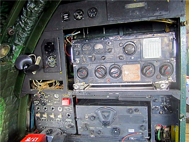 В 03:36 три раза кратковременно включился бортовой радиопередатчик (сигнал опасности), после чего экипаж связался с диспетчером, а тот сразу указал им положение - 135 километров по трассе.