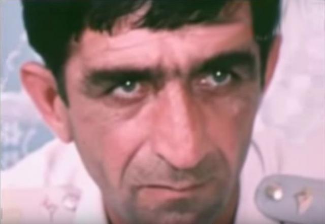 Уцелел лишь второй пилот Сулико Шавидзе (на фото) . Израненный экипаж сумел посадить самолет в турецком городе Трабзон, только туда хватило горючего долететь. Пилоты попытались обмануть террористов и посадить Ан-24 на военном аэродроме в Кобулети. Но угонщик еще раз предупредил, что взорвет машину.
