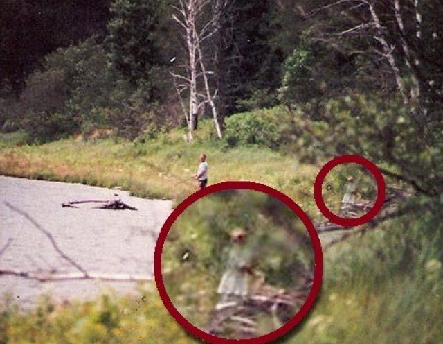 Это фотография, сделанная на озере Дороти Данн, Висконсин, США. По словам фотографа, детей во время съемки фото вокруг не было.
