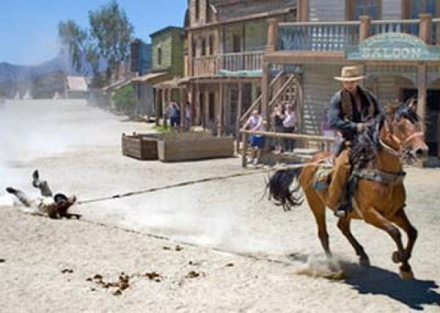 Во время съемок одной из сцен, где героя по имени Джейкоб тащит за собой лошадь, произошла трагедия. Лошадь, тащившая каскадера, сбилась с запланированной траектории и понеслась напролом. Каскадер Джим Шепард на полном ходу ударился головой о столб ворот, и погиб на месте.