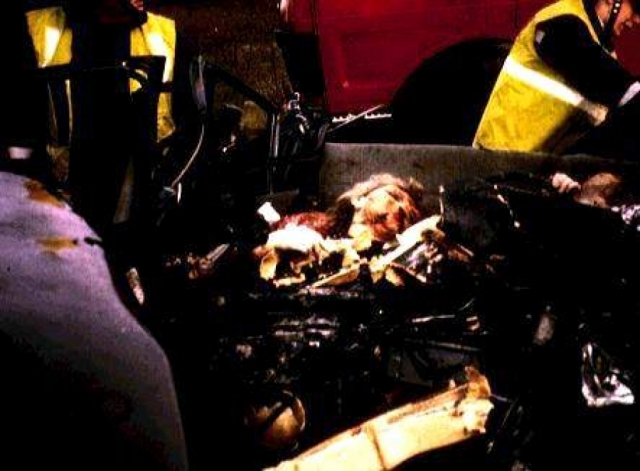 Аль-Файед и Поль погибли мгновенно, Диана, доставленная с места происшествия (в туннеле перед мостом Альма на набережной Сены) в больницу Сальпетриер, скончалась через два часа.