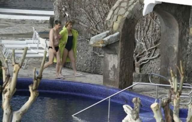 Канцлер Германии Ангела Меркель со своим мужем Иоахимом Зауэром. Супруги предпочли купальные принадлежности строгих цветов.