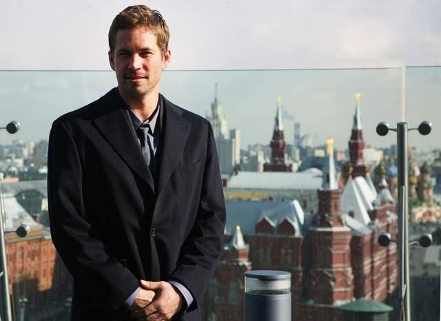 """2009 год, Пол Уокер перед премьерой фильма """"Форсаж 4"""". Спросите, что за одинаковый вид на нескольких фото со звездами разных лет? Это вид с крыши отеля Ritz Carlton."""