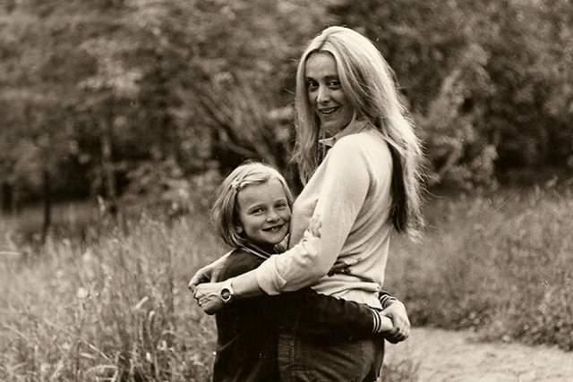 Маргарита Терехова с дочкой.
