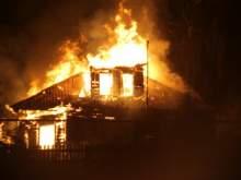 В Омской области отчим выбросил в окно троих детей во время пожара, а сам погиб