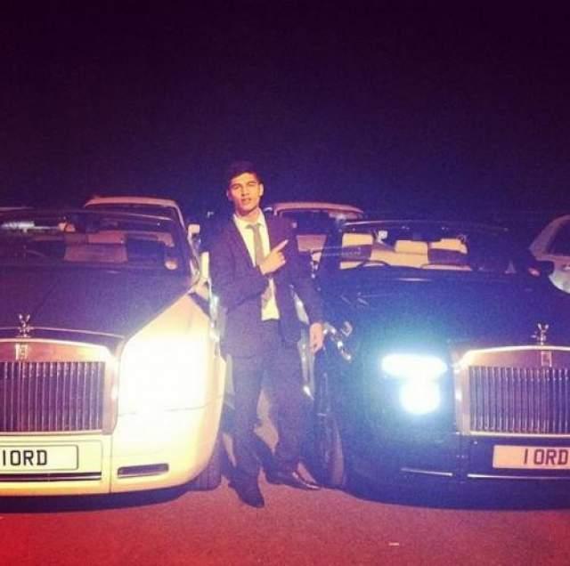 Злоумышленники сожгли четыре его машины стоимостью свыше полумиллиона фунтов.