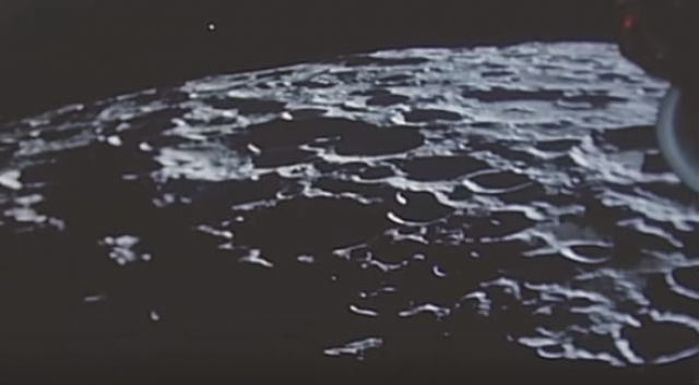 """НЛО над лунной поверхностью обнаружили и на кадрах, сделанных миссией """"Аполлон-10""""."""