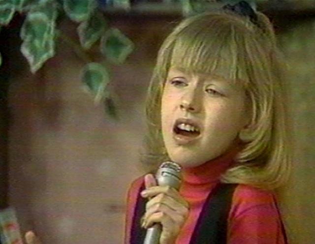 На сцене девочка смотрелась так органично, что продюсеры не смогли устоять перед ней.