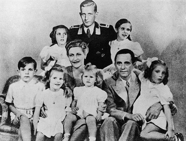 Через год после знакомства они зарегистрировали свои отношения, свидетелем на свадьбе был Адольф Гитлер. В этом браке Магда стала мамой шестерых детей.