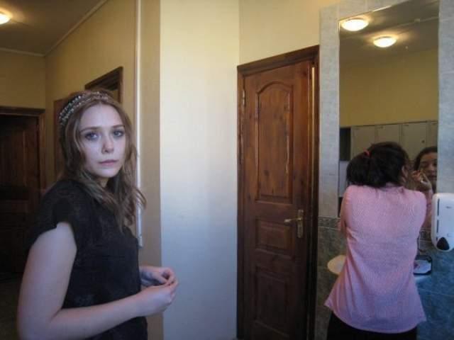 В начале 2009 года юная Элизабет Олсен поехала в Москву набираться актерского опыта в школу-студию МХАТ по программе обмена студентами. Именно тогда и произошло знакомство 24-летнего Ильи Бочарникова с голливудской звездой.