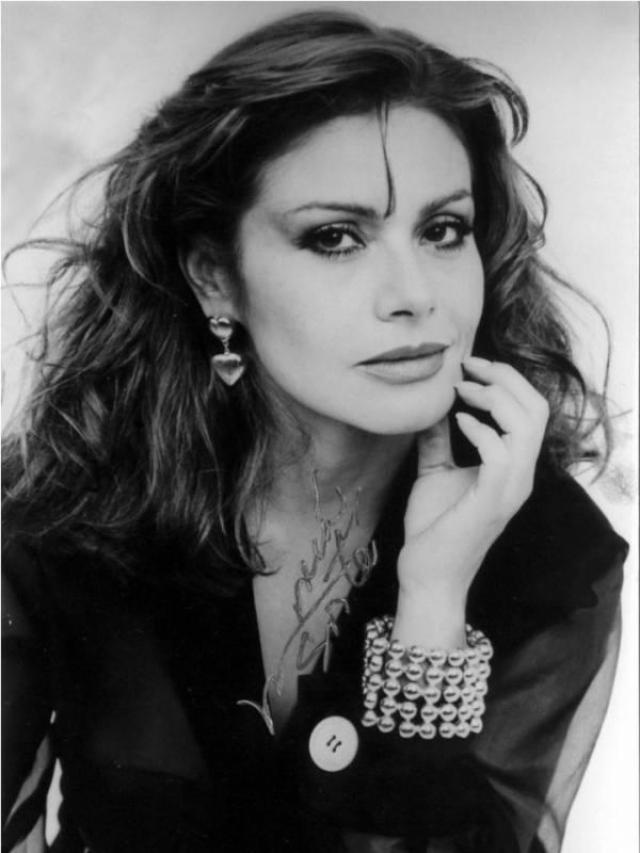 """""""Моя вторая мама"""". Мария Сорте является все еще является одной из самых высокооплачиваемых актрис в Мексике. Сейчас актриса продолжает сниматься в сериалах и фильмах. В 90-х ее даже приглашали в Голливуд, но актриса выбрала семью, а не карьеру."""