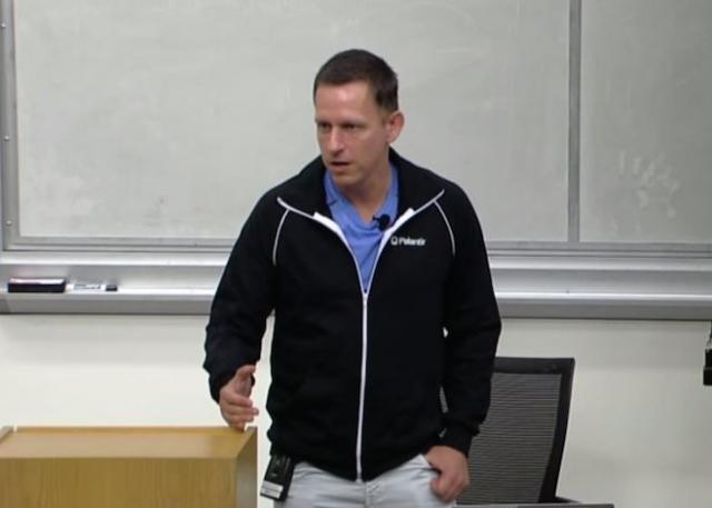 Именно Шон нашел для Facebook первых инвесторов: Питера Тиля...