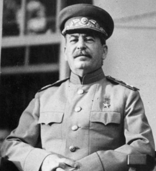 """Иосиф Сталин : """"Жить стало лучше, жить стало веселее."""""""
