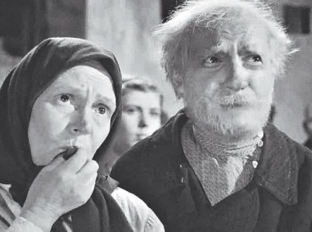 """Но были и обратные превращения: в 38 лет он сыграл деда Мусия в фильме """"Максим Перепелица""""."""