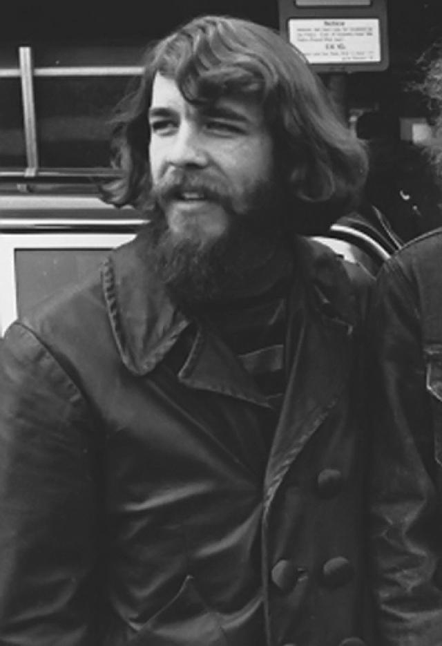 При переливании крови во время операции Том Фогерти заразился СПИДом и в сентябре 1990 года умер.