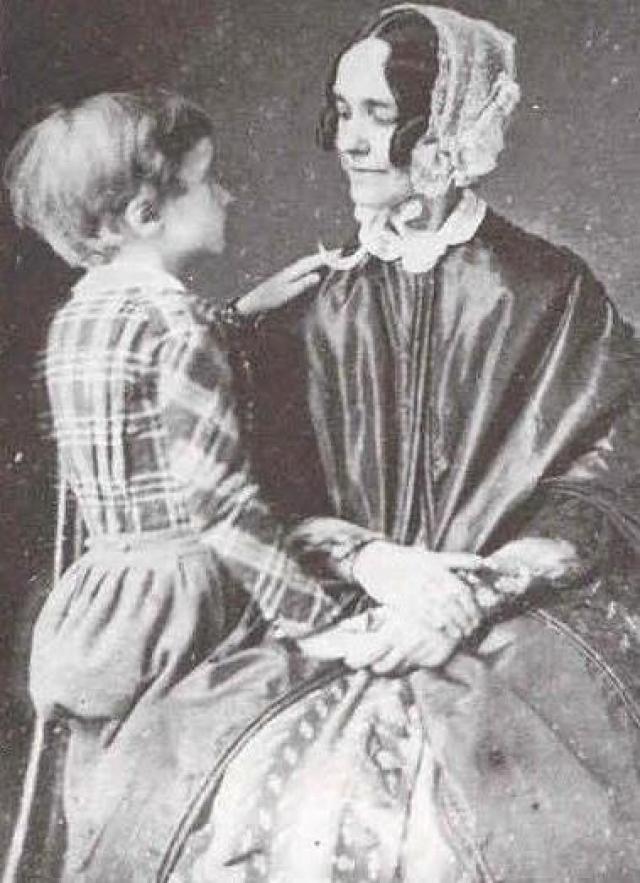 С полного согласия своей жены он ушел в отставку и стал практиковать право. Однако, в 1853 году он был избран на высший пост США.