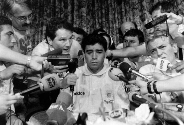 1994. Допинг-тест, взятый у Марадоны, выявил наличие наркотиков у него в организме, за что аргентинец получил 15-месячную дисквалификацию. Сборная проиграла первый же матч без Марадоны и выбыла из турнира.