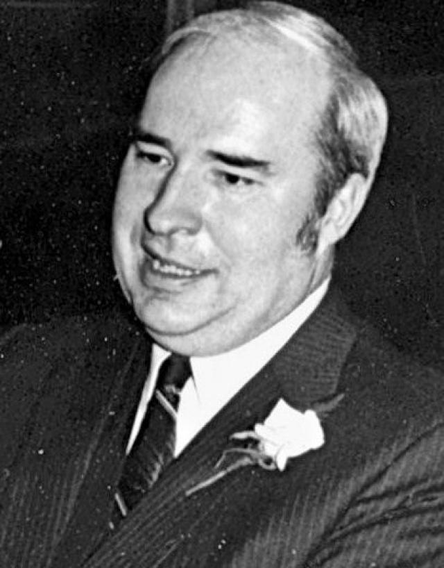 Роберт Дуайер. В 1986 году казначей Пенсильвании был обвинен в принятии взятки от калифорнийской фирмы, пытавшейся заполучить контракт в обход конкурентов.