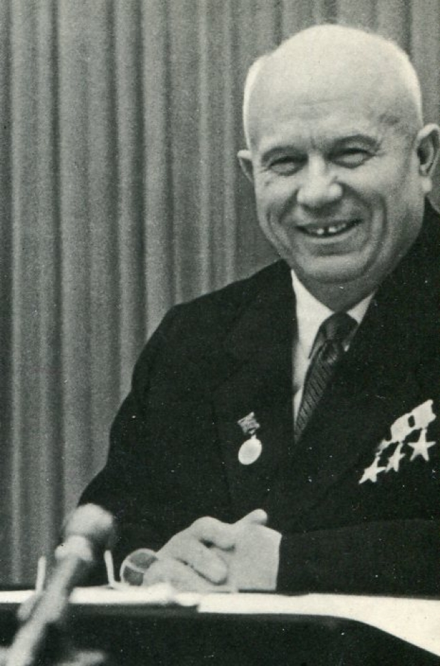"""Н.С.Хрущев : """"У нас один спорный вопрос - земельный: кто кого закопает."""""""