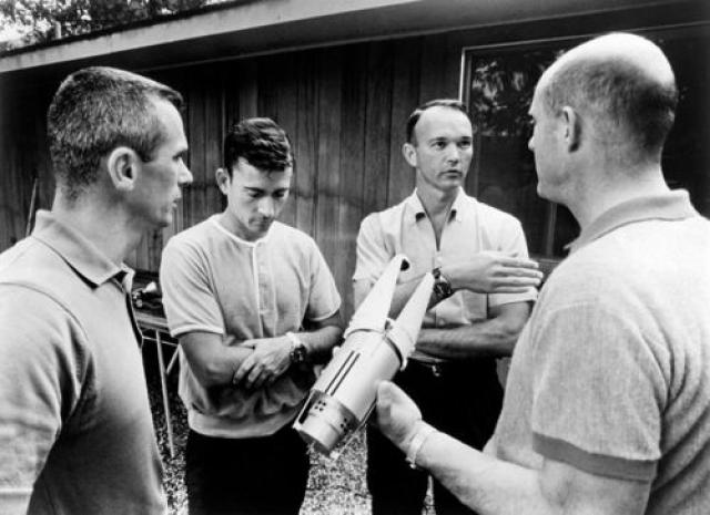 """Джон Янг и Юджин Сернан. Американские астронавты в июне и июле 1966 года определенно заявили, что видели именно НЛО, добавив что речь идет """"о какой-то другой цивилизации""""."""