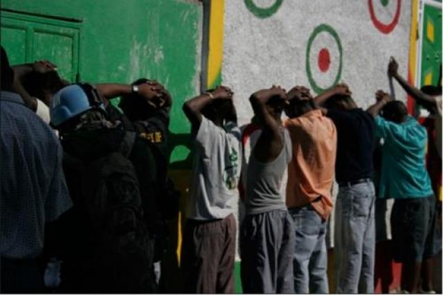Jamaican Posse. Банда, вооруженная автоматами, стала известна, благодаря своими связями в правительстве Ямайки. Отличительной чертой этой группировки является ее жестокость - жертва умирает от абсолютно любых подручных средств: начиная от утюга и топора, и заканчивая разного вида оружием