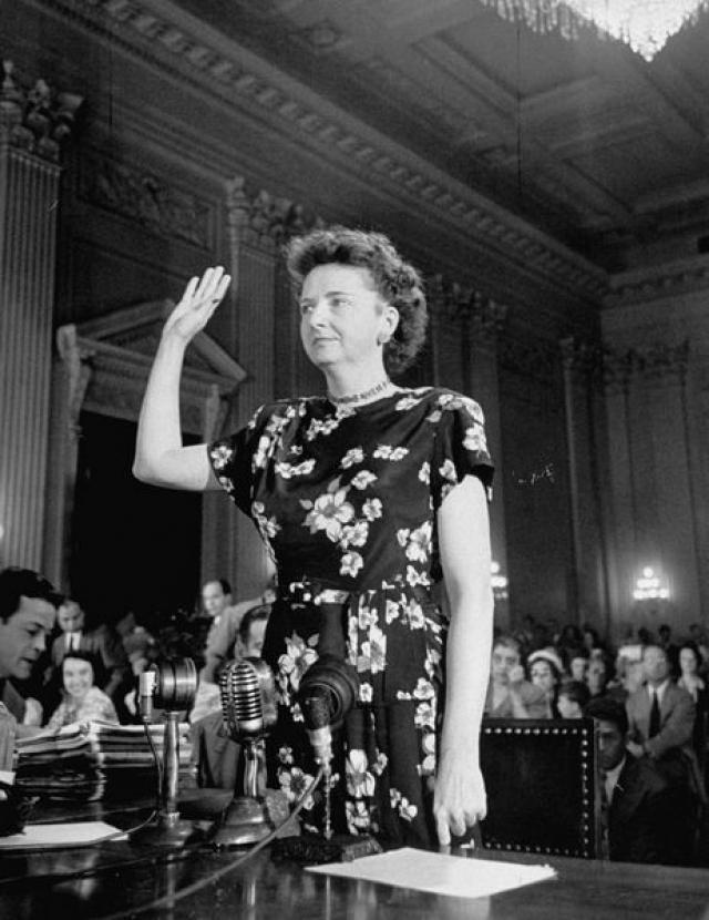 После конфликта со своим московским руководством, она сама пошла в ФБР и выдала информацию о более, чем 100 советских агентах.