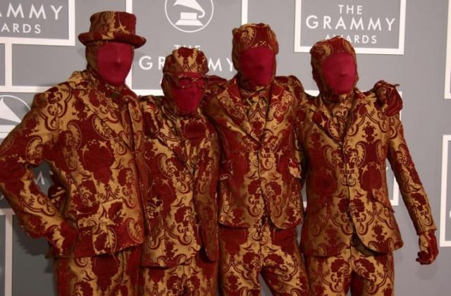 Участники американской группы OK Go решили притвориться шторами.