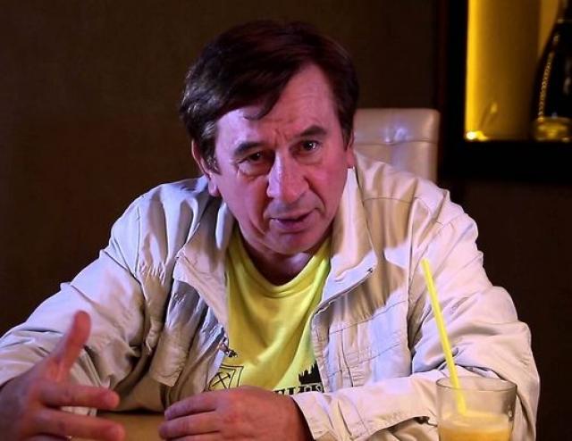 """С 1999 года Пермяов работал в различных московских театральных коллективах: театре-студии """"Зонг"""", экспериментальных театрах """"Начало"""" и """"Мел"""". Сейчас основной заработок для него - корпоративы."""
