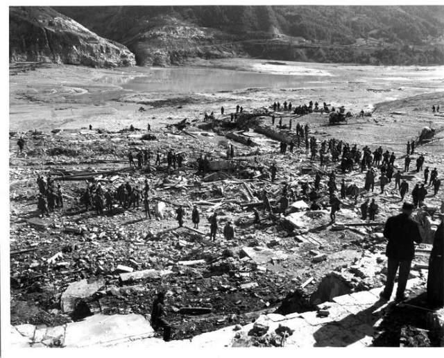 Американские спасатели, прибывшие на помощь своим итальянским коллегам, увидели (и запечатлели на фотографиях) следующую безжизненную картину.