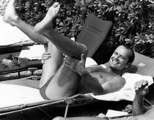 Хотя Джек Николсон и в молодые годы не был подтянутым атлетом, с возрастом и вовсе стал жертвой лишних кило.