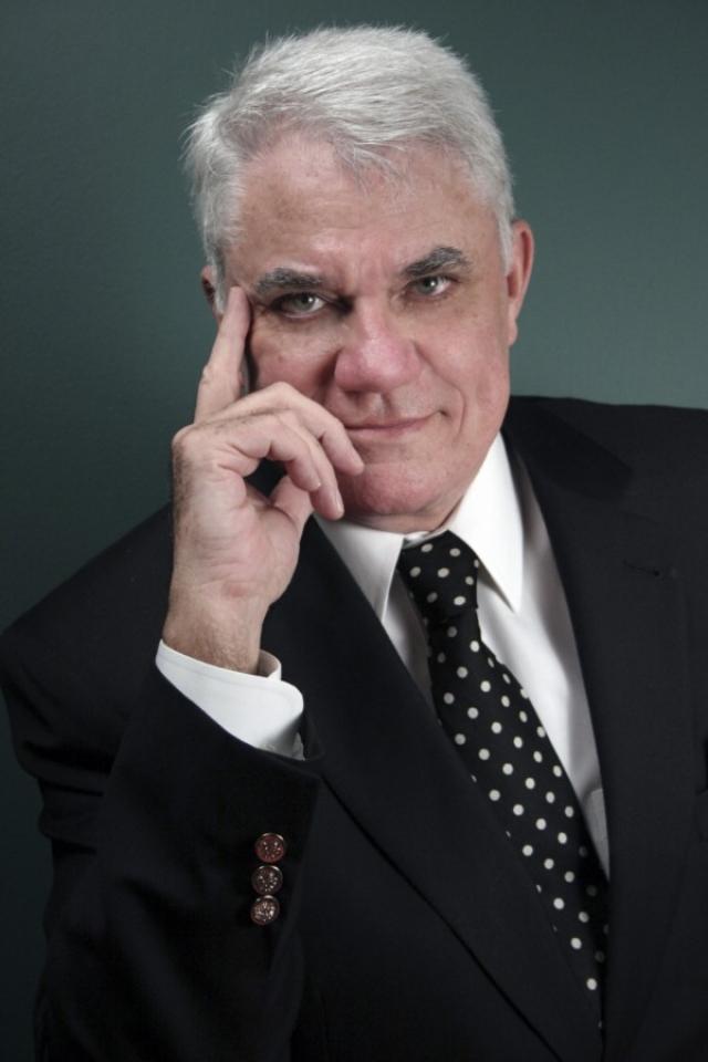 Рид заявил, что он забыл, что он поставил диски в карман и обвинения в воровстве были позже сняты.
