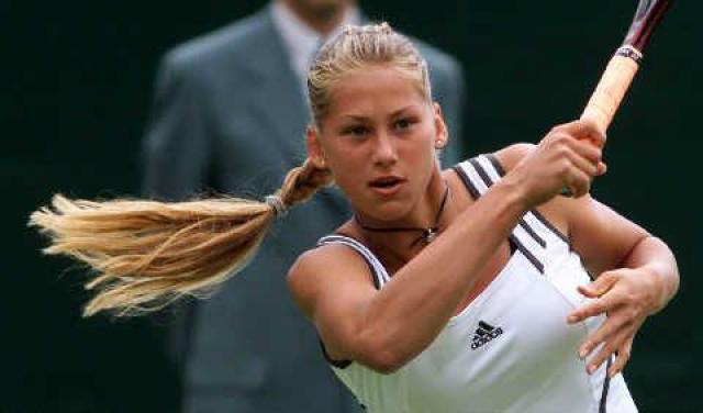 На момент ее дебюта на Олимпиаде-1996 в Атланте Анне было 15 лет. В 1997 Аня выходит в полуфинал Уимблдонского турнира и уступает будущей чемпионке (и партнеру по парным выступлениям) Мартине Хингис. А уже в 1999 году в паре с Мартиной Хингис выигрывает открытый чемпионат Австралии, а также итоговый турнир года WTA и занимают первую строчку в мировом парном рейтинге.