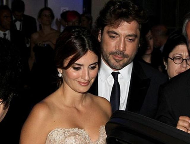 Поначалу Пенелопа открещивалась от слухов и говорила, что с Бардемом их объединяет лишь дружба. Однако, вскоре влюбленные сыграли свадьбу.