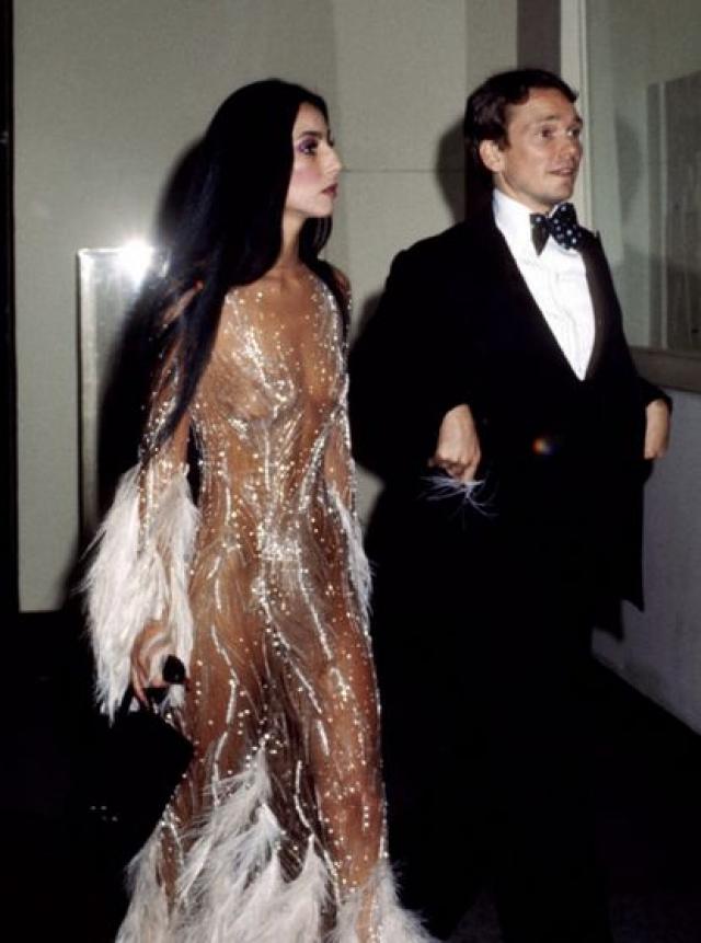 Кстати, в похожем платье появлялась Шер, причем в 1971 году.