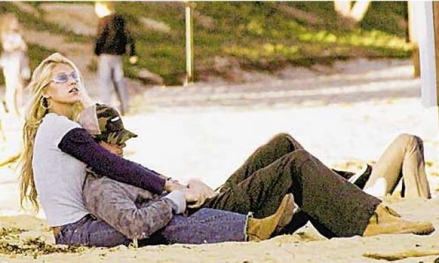 Последним появлением пары на страницах таблоидов стали их фото с отдыха на Багамах.