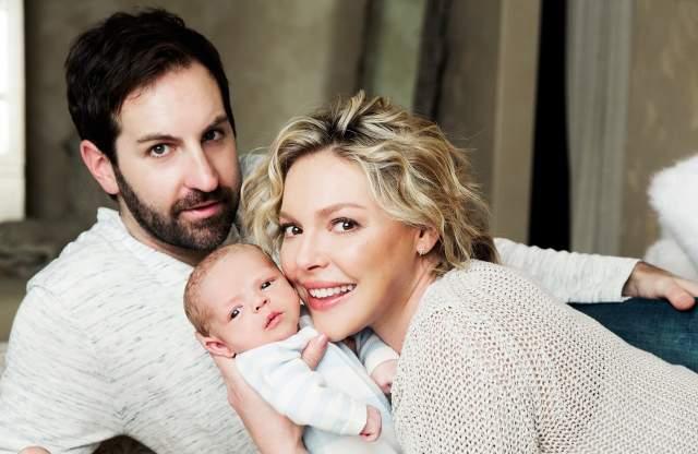 Кэтрин Хейгл и Джош Келли. Год назад в семье актрисы и музыканта появился третий ребенок.