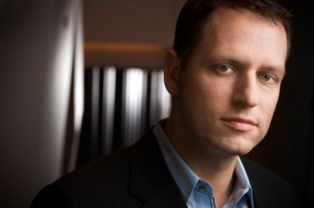 Питер Тиль , сооснователь PayPal, инвестор средств в Facebook. Настоящей страстью миллионера является благотворительность посредством его фонда имени Тиля, который инвестирует средства в странные, революционные технологии.