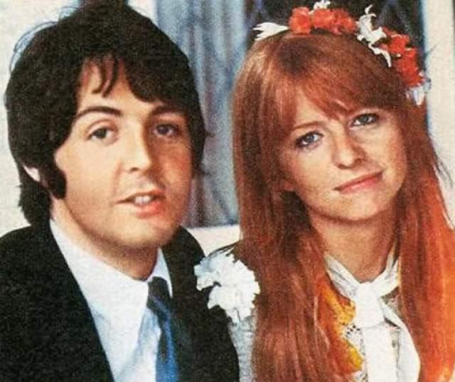 """Пол Маккартни Первой любовью Маккартни стала артистка и модель Джейн Эшер. Их пылкий роман длился в течении пяти лет, Пол даже сблизился с родителями избранницы. Именно в то время музыкант создает одни из самых знаменитых произведений: """"Yesterday"""" и """"Michelle""""."""
