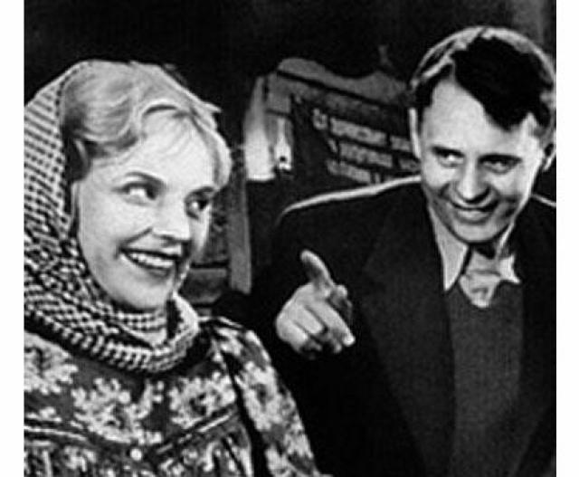Иван Любезнов и Марина Ладынина. Брак был недолгим, но на всю жизнь супруги сохранили дружеские отношения. Вскоре после развода Любезнов женился на сестре Ладыниной.