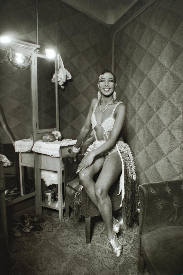 """Новое """"строение"""" можно наблюдать на бюстгальтере популярной в 1920-х танцовщицы Жозефины Бейкер ."""