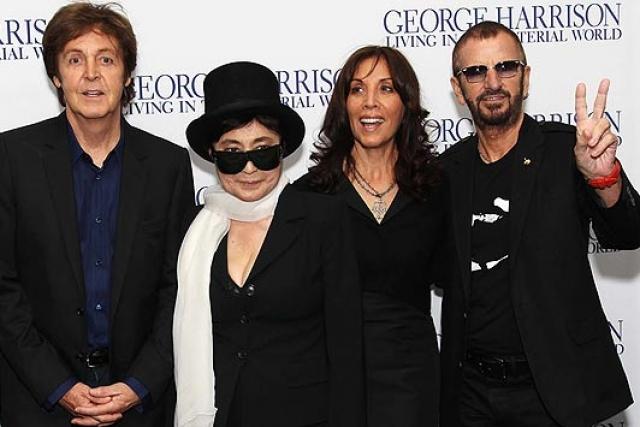 После смерти Джона Йоко навсегда надела траур. Но вскоре после того, когда не стало Леннона, отношение публики к ней резко изменилось.