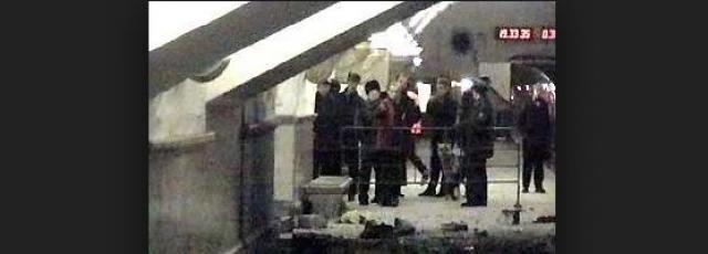 По мере поступления сведений о подробностях теракта многие эксперты выражали недоумение характером этой террористической атаки: мощность бомбы была явно мала для террористического акта, да и время и место для него были выбраны странные.