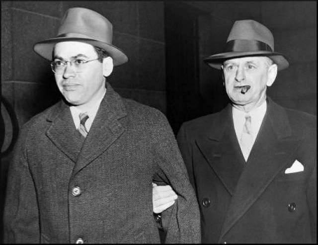 Позднее был арестован еще один член шпионской организации - Мортон Собел, друг семьи Розенбергов. Когда-то он учился вместе с Джулиусом. Ему было предъявлено обвинение в передаче Розенбергу планов последней разработки радара для американских кораблей и подводных лодок.