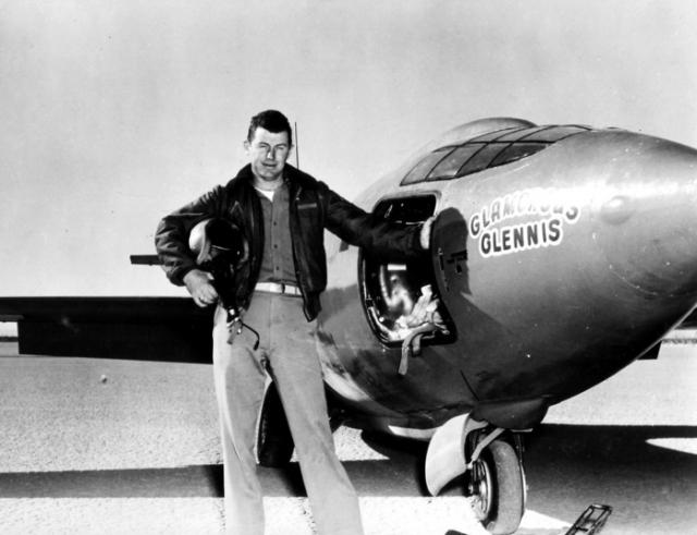 В 1963 году Йегер совершал полет на истребителе NF-104, когда внезапно потерял управление над ним, а его кабина заполнилась дымом. Йегер выжил, катапультировавшись, но каскадер, воссоздававший эту сцену, не смог.