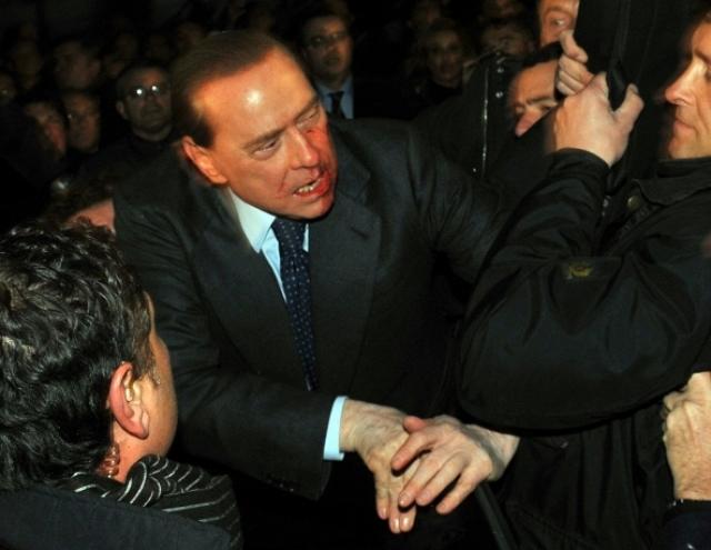 2009 год. В Милане неизвестные напали на председателя Совета министров Италии Сильвио Берлускони.