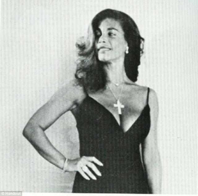 Сандра Вест. Эксцентричная светская львица и актриса тщательно разрабатывала дизайн для своего гроба, а также перебрала миллионы платьев, для того, чтобы отправиться даже на тот свет.